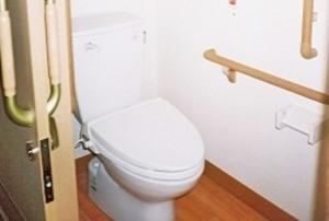 そんぽの家 仙台岩切(旧名称:アミーユ仙台岩切) 各居室にトイレがありますので待つことなく自由にトイレへ行くことができます。