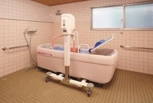 そんぽの家 仙台岩切(旧名称:アミーユ仙台岩切) 寝たきりになっても気持ちよくお風呂に入ることができます。