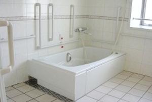 そんぽの家 朝日ヶ丘(旧名称:アミーユ朝日ヶ丘) 浴室