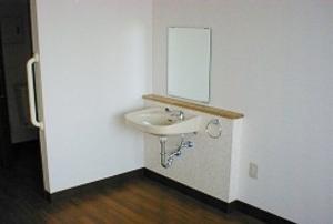 そんぽの家 西大寺(旧名称:コミュニティホーム アミーユ西大寺) 居室洗面台
