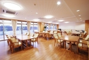 そんぽの家 西大寺(旧名称:コミュニティホーム アミーユ西大寺) 食堂(同タイプの他のそんぽの家の写真)
