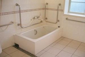 そんぽの家 東岡山(旧名称:コミュニティホーム アミーユ東岡山) 浴室
