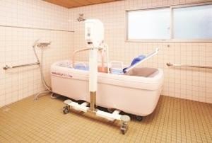 そんぽの家 中庄(旧名称:コミュニティホーム アミーユ中庄) 機械浴室(同タイプの他のそんぽの家の写真)