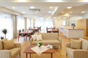 まどか浦和上木崎 明るい空間で楽しいお食事を。イベントなども楽しめる開放的なスペース