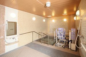 まどか浦和上木崎 広々としてゆったりとくつろげる浴室。お身体の状態やお好みに合わせて入浴できます。