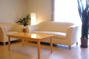 まどか本八幡東 第2のリビング「くつろぎスペース」をご用意しております。お好きな場所でおくつろぎください。