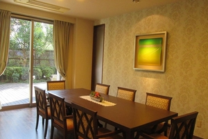 アリア上井草 多目的スペースです。ご入居者様がご友人とお茶を楽しまれたり、ご家族様とお食事や誕生会でご利用されたりしています。(事前予約制・無料)