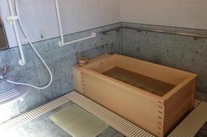 アリア上井草 週3回の入浴はご入居者様の楽しみのひとつでもあります。お身体の状態に合わせて介護職員が必要なお手伝いをいたします。