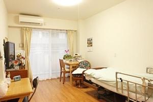 まどか西川緑道公園 全室個室です。介護用電動ベッド、収納家具など生活に必要な設備が備え付けられています。(※すべての居室にない設備もございます。)