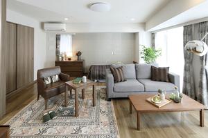グランダ初台 お一人でも、お二人でもご入居いただける居室です。広さは39.5㎡〜約51㎡までのタイプをご用意。Aタイプ同様床暖房や備え付け家具はもちろん、お風呂やミニキッチンも配置しています。