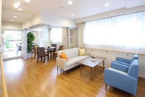 リハビリホームまどか戸田 ご友人を迎える場として、ご家族と食事をする場として、ご入居者様同士のサークルの場として、用途に応じて皆様にお使いいただいています。