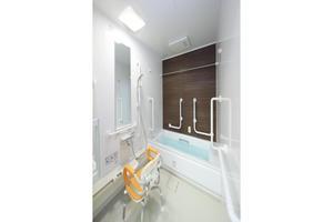 リハビリホームまどか戸田 2階、3階には一般の個室浴室があります。手すりも設置しております。必要な方にはスタッフがお手伝いさせていただきます。