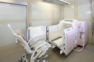 リハビリホームグランダあざみ野 車椅子の方でも安心してご入浴いただけます。お手伝いが必要な方は、介護サービスにてお手伝いいたします。