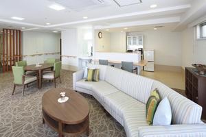 リハビリホームグランダ甲子園弐番館 ティールームはご入居者様の憩いの空間としてご利用いただいております。