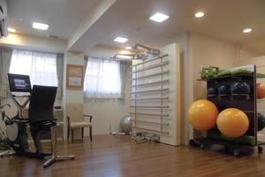リハビリホームグランダ甲子園弐番館 毎日の健康増進、機能維持に取り組める機能訓練室です。