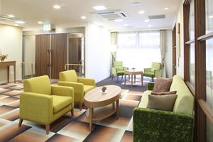 リハビリホームグランダ摂津本山 ご入居者様同士のお話の場となっています。毎月ここでドッグセラピーを行っています。
