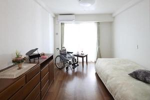 ボンセジュール瑞穂運動場東 18〜19㎡程の居室は「このくらいの広さが丁度良い」とご入居者様に好評です。温水洗浄機能付トイレ、洗面を備え付けております。