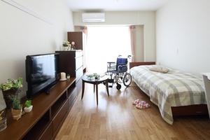ここち東船橋 全室個室でゆったりとしたスペースを確保しています。車椅子でもご利用しやすいバリアフリー設計です。