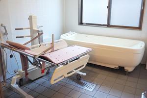 ボンセジュール大宮 お身体の状態にあわせてご利用いただける手すりがついて、安全にご入浴いただけます。浴用の椅子や、バスボードなどもご用意いたしております。