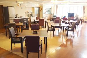 ボンセジュール大宮 1階と2階のフロアに分かれてお食事を召し上がっていただいています。2時間のお食事時間の間、ご自分のタイミングでお召し上がりいただいています。
