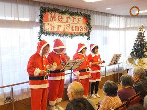 篠崎明生苑II クリスマス会職員の出し物で、ご入居者様に楽しんで頂きます。