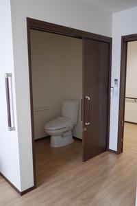 ハーベストガーデン 居室内のトイレは車椅子使用の広さです。
