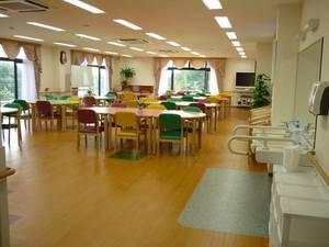 家族の家ひまわり聖蹟桜ヶ丘 食堂