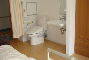 家族の家ひまわり一橋学園 居室内トイレ