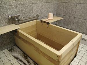 浅草ケアパークそよ風 浴室(ひのき風呂)