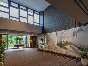 チャームスイート石神井公園 巨樹をモチーフとした壁画
