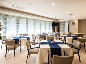 チャームスイート石神井公園 ご入居者様にお食事を召し上がっていただくスペースです。また、レクリエーションやおくつろぎの場としてご利用いただけます。