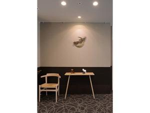 チャームスイート新井薬師 さくらの森 美大生・芸大生によるアートを各所に展示しております。
