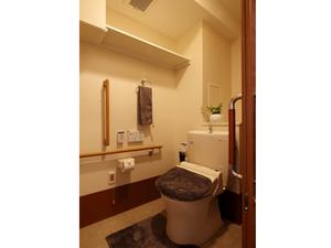 チャームスイート宝塚売布 ウォシュレット・便座保温付きで使いやすい洋式トイレ。緊急時コールボタン・手すりも付いて安全です。