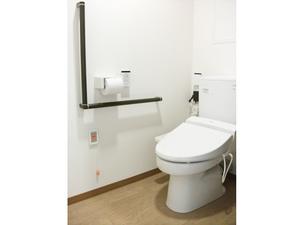 チャームスイート京都桂川 ウォシュレット・便座保温付きで使いやすい洋式トイレ。緊急時コールボタン・手すりも付いて安全です。