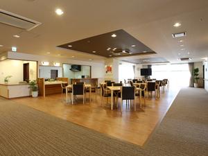 チャームスイート京都桂川 ご入居者様にお食事を召し上がっていただくスペースです。また、レクリエーションやおくつろぎの場としてご利用いただけます。