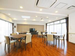 チャーム京都山科 ご入居者様にお食事を召し上がっていただくスペースです。また、レクリエーションやおくつろぎの場としてご利用いただけます。