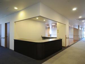チャーム京都山科 居室やトイレ等に設置されている緊急時コールボタンはスタッフステーションまたはスタッフが携帯しているPHSにつながり、速やかに対応いたします。