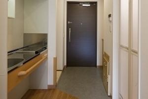 そんぽの家S 諏訪(旧名称:Cアミーユ諏訪) 居室ミニキッチン・玄関